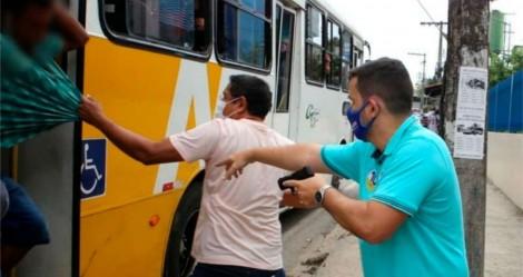 Candidato à prefeitura de Manaus, puxa arma e prende assaltante de ônibus (veja o vídeo)