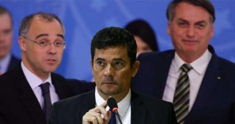 """Bolsonaro certeiro: """"André Mendonça é muito, mas muito melhor do que [Moro]"""" (veja o vídeo)"""