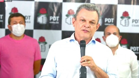 Candidato do PDT em Fortaleza foge desesperadamente da péssima imagem de Ciro