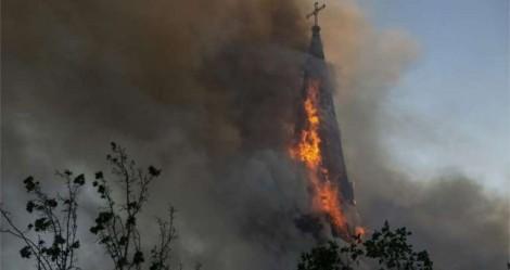Militantes destroem igrejas no Chile: Fogo e vandalismo em meio ao ódio (veja o vídeo)