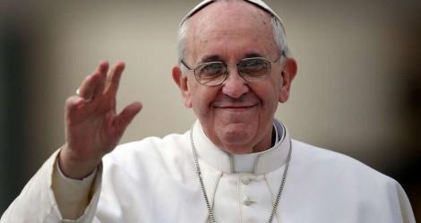 """Papa Francisco defende união civil entre homossexuais: """"Têm direito a uma família"""""""