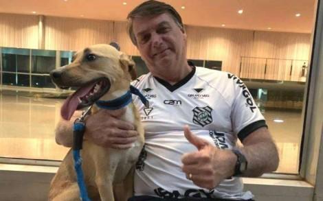 """Bolsonaro responde com bom-humor aos obrigacionistas: """"Vacina obrigatória só aqui no Faísca"""""""