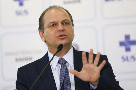Líder do governo põe na mesa proposta de plebiscito por nova Constituição para o país