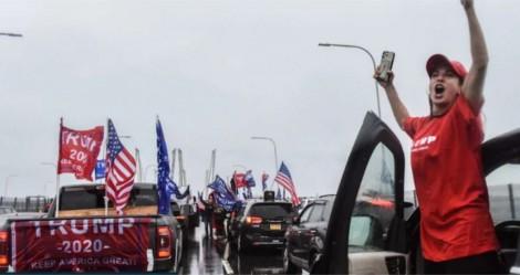 Na véspera das eleições, carreata com 150km de carros em apoio à Trump bate recorde (veja o vídeo)
