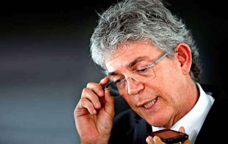 Ex-governador socialista, a cinco dias das eleições, é colocado fora da disputa pelo TSE (veja o vídeo)