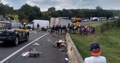 Indígenas ignoram 'corpo' de motorista e agridem PRF para saquear carga (veja o vídeo)