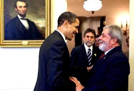"""Obama disfarça, mas revela 'decepção' com Lula: """"Propina na casa dos bilhões"""""""