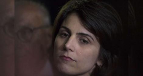 Manuela chora...