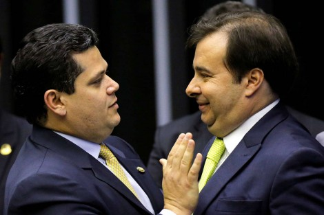 Cumpra-se a Constituição: Carta à Nação contra a reeleição de Alcolumbre e Maia é divulgada por partidos políticos (veja o vídeo)
