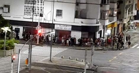 """""""Casa de saliência"""" no Rio tem fila de interessados, enquanto quiosques na praia correm risco de sanções"""