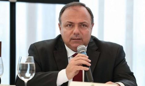 Pazuello age e pede a Guedes que suspenda exportação de seringas e agulhas