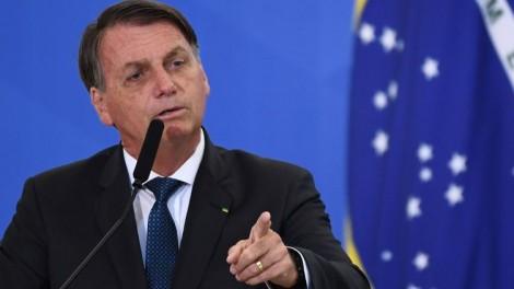 """Após ataques, Bolsonaro responde à altura: """"Maia e PT são duas coisas muito parecidas"""" (veja o vídeo)"""