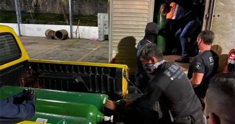 Polícia apreende cilindros de oxigênio escondidos dentro de caminhão em Manaus (veja o vídeo)