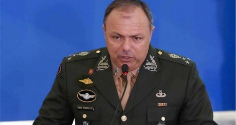 """Pontual, Pazuello afirma: """"Nosso objetivo é salvar vidas, não fazer propaganda própria"""""""