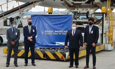 """Em nova derrota da """"Mídia do ódio"""", avião com 2 milhões de dose da vacina de Oxford pousa no Brasil e distribuição começa hoje"""