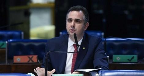 Senado já tem novo presidente e Bolsonaro publica foto intrigante