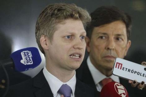 Amoêdo ataca a bancada do NOVO e é desmoralizado por Marcel van Hatten