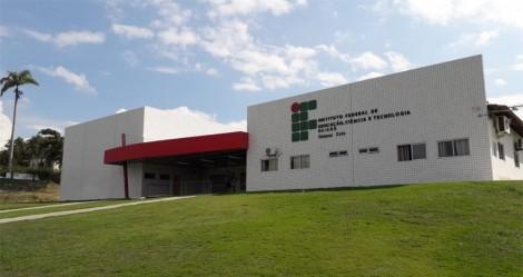 Pai denuncia que filho sofre discriminação em Instituto Federal na Bahia, por ser branco, de direita e conservador
