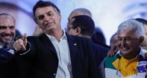 Bolsonaro dá resposta ao mundo e entrega o 1º satélite brasileiro para monitorar o desmatamento na Amazônia