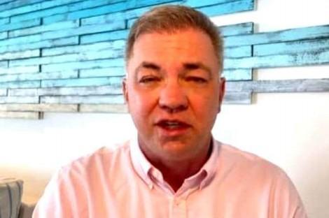 Curtindo férias em Cancun, prefeito de Floripa decide por novo lockdown