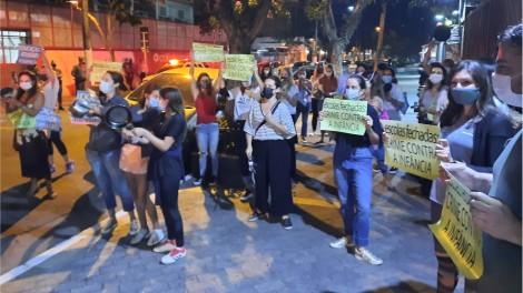 Secretário de Doria defende suspensão de aulas, pais protestam em frente à sua casa e ele volta atrás