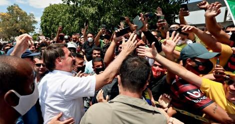 """Na mais recente pesquisa para 2022, Bolsonaro dá """"surra"""" em todos os adversários"""