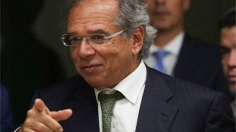 """""""Entro no supermercado, as pessoas me agradecem"""", diz Guedes sobre medidas econômicas implementadas durante a pandemia"""