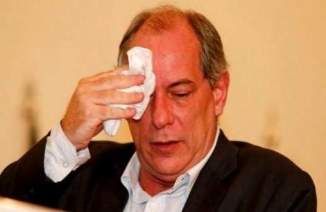 """Ciro chama Bolsonaro de """"ladrão"""", PF abre inquérito e o falastrão se vitimiza... Agora chora?"""