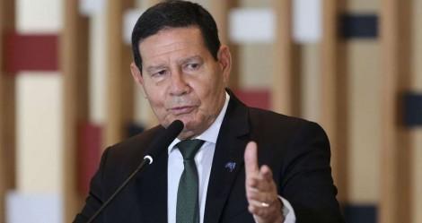 """Mourão sobe o tom sobre o """"toque de recolher"""" nos estados e endossa Bolsonaro"""