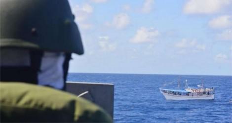 Na costa do Amapá, Marinha apreende barco com 15 venezuelanos e três toneladas de pesca ilegal