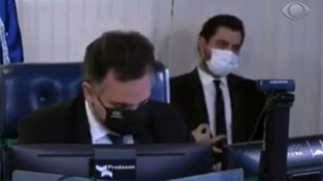 """Randolfe dá """"piti"""" no Senado e chama polícia legislativa contra assessor de Bolsonaro (veja o vídeo)"""