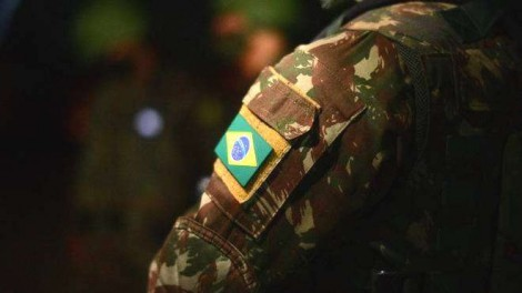 Bolsonaro determina e Exército brasileiro já participa ativamente da vacinação contra a Covid-19 (veja o vídeo)