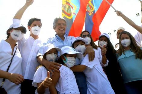 Candidato conservador impõe virada histórica sobre esquerdista e vence a eleição no Equador