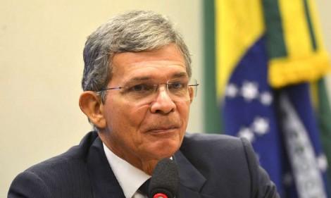 General Joaquim Silva e Luna toma posse na presidência da Petrobras e efeitos positivos são imediatos
