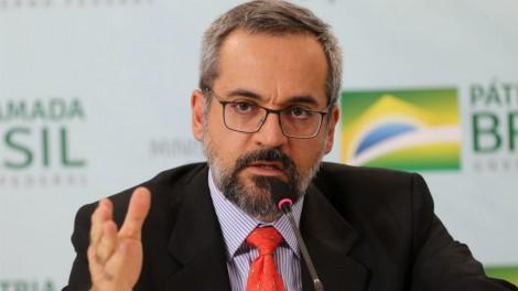 """""""Procuradora só tem um objetivo: cassar seus direitos políticos"""", diz deputado sobre ação do MPF contra Weintraub"""