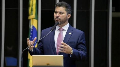 """""""CPI da Covid pode parecer conspiração planejada contra o presidente"""", afirma senador integrante da comissão (veja o vídeo)"""