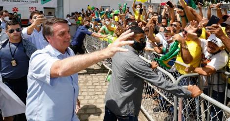 """Na terra do petista Rui Costa, Bolsonaro é recebido aos gritos de """"mito"""" (veja o vídeo)"""