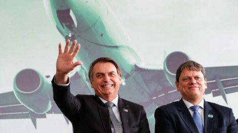 """Nas entrelinhas, Bolsonaro """"lança"""" candidatura de Tarcísio ao governo de SP (veja o vídeo)"""