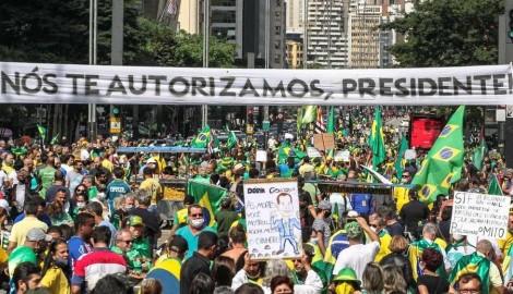 """Em uníssono, multidão entoa na Avenida Paulista: """"Eu autorizo Presidente"""" (veja o vídeo)"""