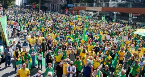 """O Brasil sai definitivamente do """"vermelho"""" e volta a ser """"verde e amarelo"""""""