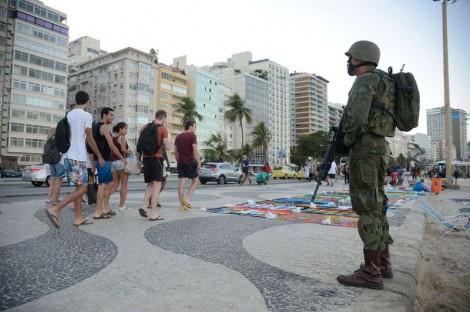 O cerco militar já dá sinais de vida bem pujantes... E mira Renan