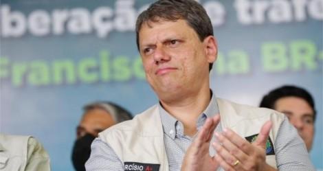 """As cartas estão na mesa e Tarcísio deve concorrer ao governo SP: """"Vai tirar o calça apertada"""" (veja o vídeo)"""