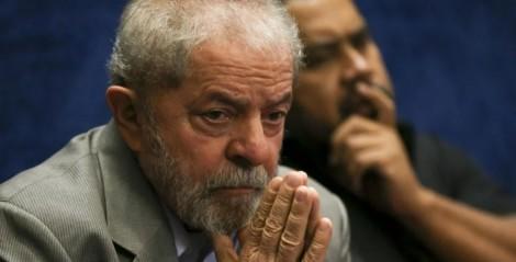 """""""Não se enfrenta bandidos com pétalas de rosas"""", a frase de Lula em 2007, sobre ação policial no Complexo do Alemão"""