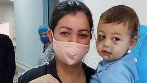 """Bebê ferido em ataque à creche de SC recebe alta médica no Dia das Mães: """"Você é um super herói"""""""
