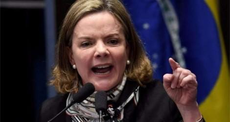 """Com """"ódio"""" à flor da pele, Gleisi """"surta"""", sai em defesa do comunista Dino e ataca Bolsonaro"""