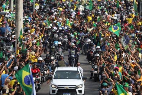 Mais de 40 mil motos vão às ruas do Rio em apoio a Bolsonaro (veja o vídeo)