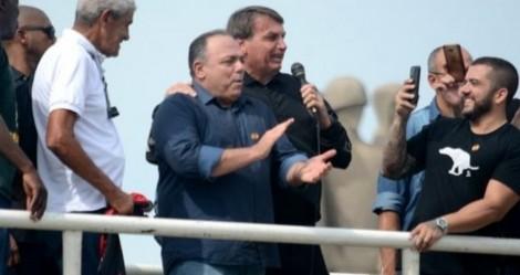 Em ato de assinatura de transferência tecnológica para a Fiocruz, Bolsonaro pede aplausos para Pazuello (veja o vídeo)