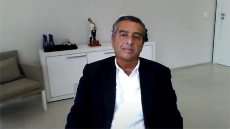 """Renomado médico diz que está impressionado """"positivamente com a vacinação no Brasil"""" (veja o vídeo)"""