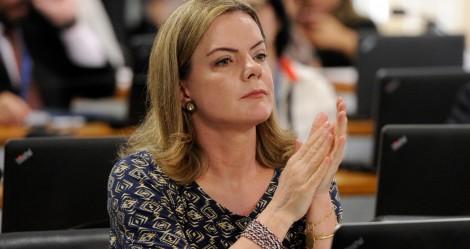 """Para combater o """"machismo"""", Gleisi, visivelmente perturbada, quer mudar nome da Câmara dos Deputados"""