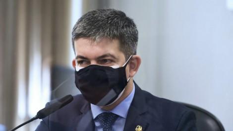 """Randolfe """"surta"""" novamente e quer cancelar as lives de Bolsonaro (veja o vídeo)"""